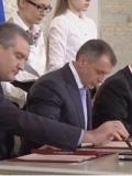 实拍普京与克里米亚代表签署入俄条约