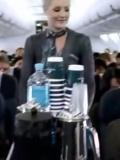 新西兰空姐人体彩绘服务 男乘客看傻眼